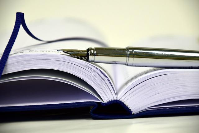 book-1945459_640 (1)